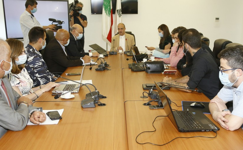 Minister Hassan Hamad meets a Delegation from Medical Committee