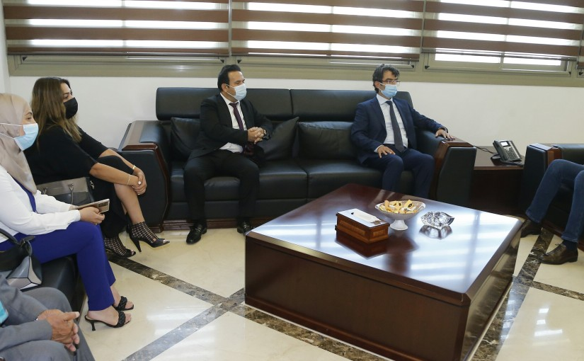 Minister Hassan Hamad meets a Delegation from Notaries Public