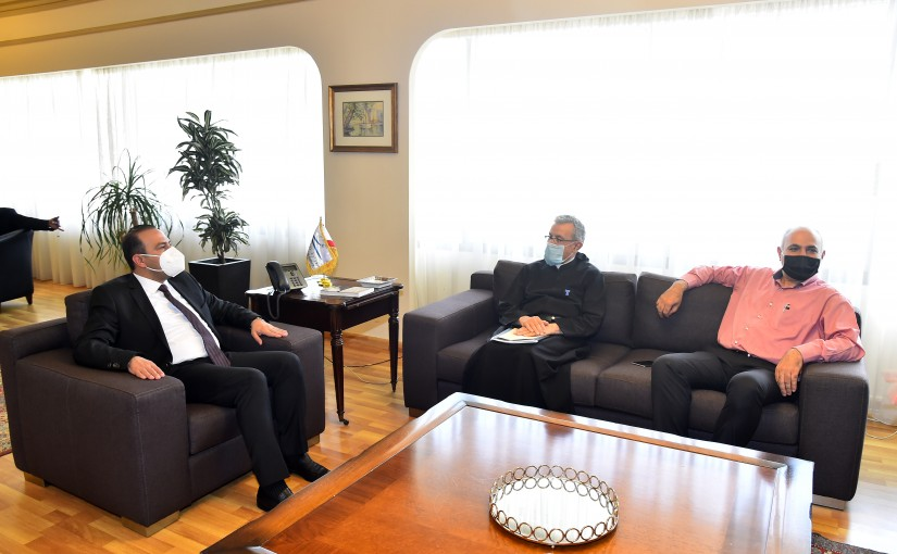 Minister Abass Mourtada meets Father Boutros Azar